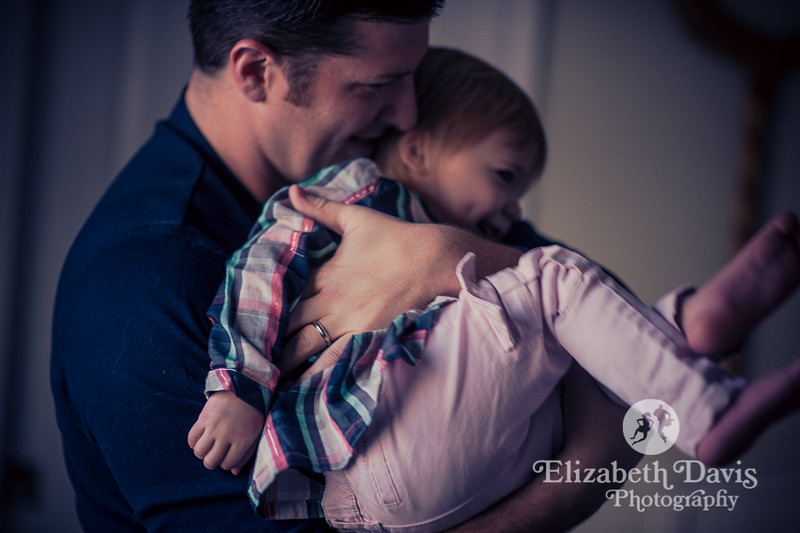 Dad and toddler daughter snuggle and play | Tallahassee family photo session by Elizabeth Davis Photography