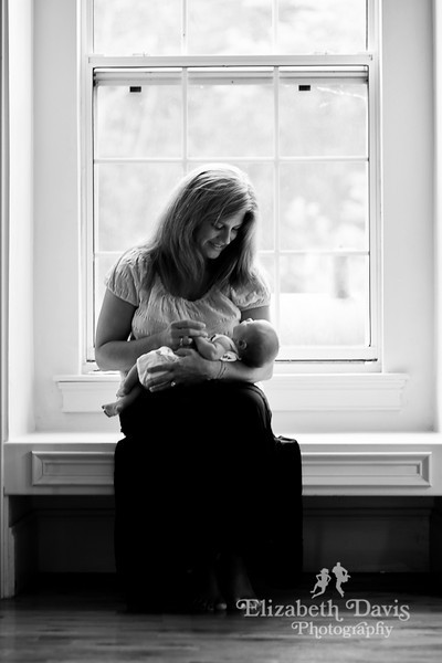 Tallahassee baby photographer mother and newborn
