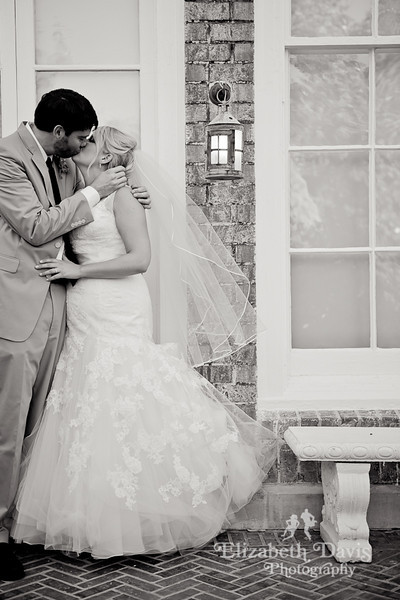Tallahassee wedding photographer bride and groom kissing pebble hill
