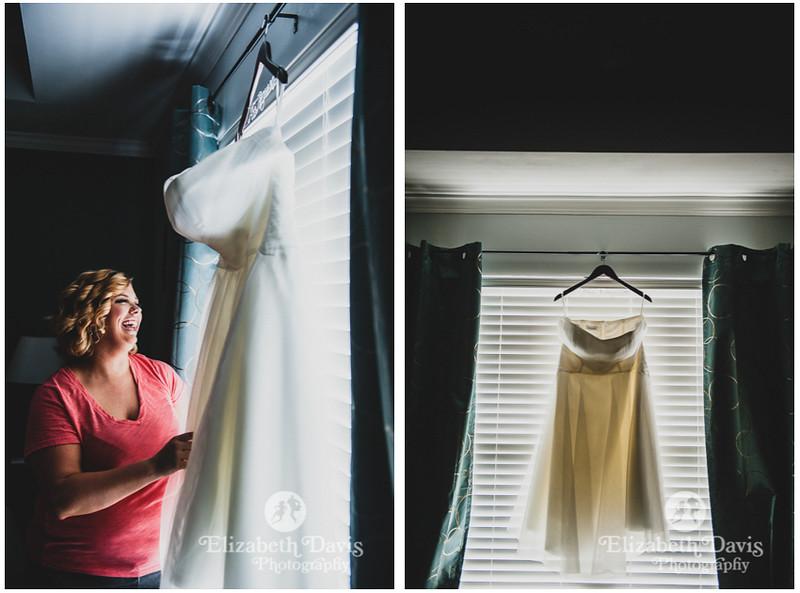 bride getting ready   Elizabeth Davis Photography